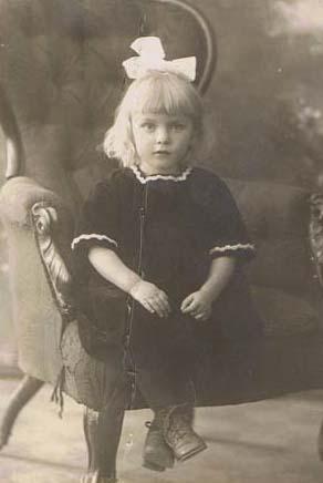 Åsa R Omson som oskyldigt barn. Men det var då det!