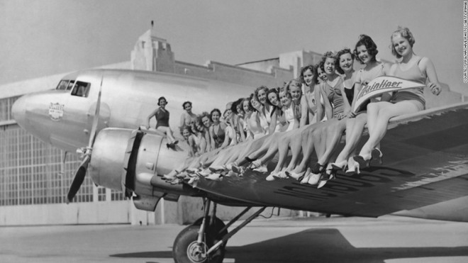 Flygvärdinnor i massor